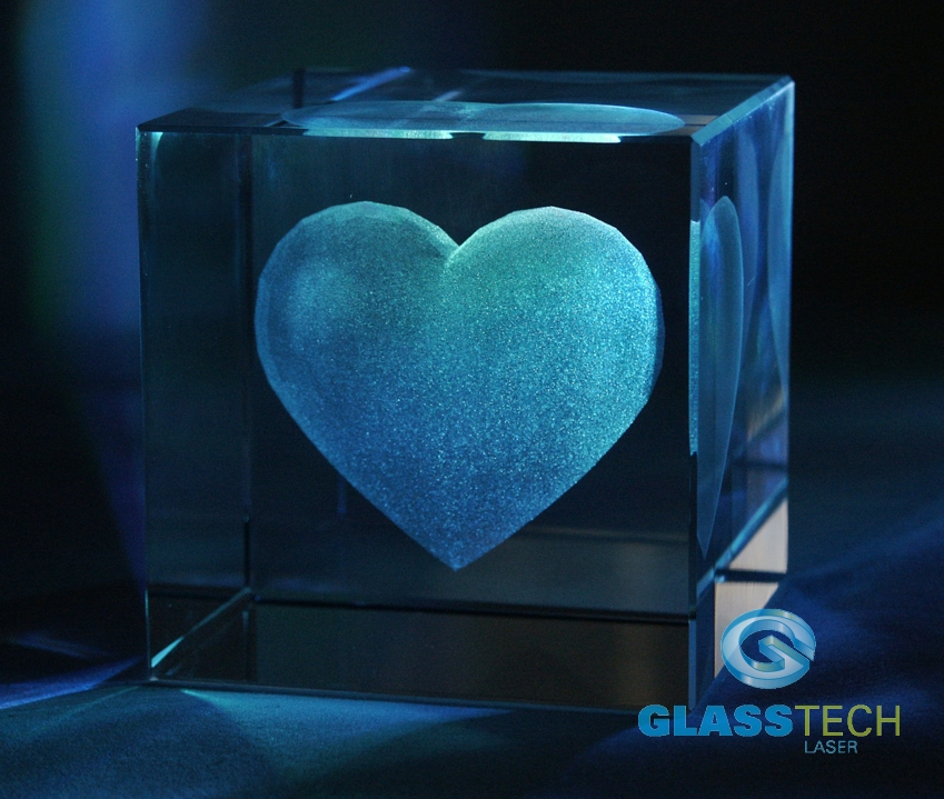 3D heart in glass cube 80 mm