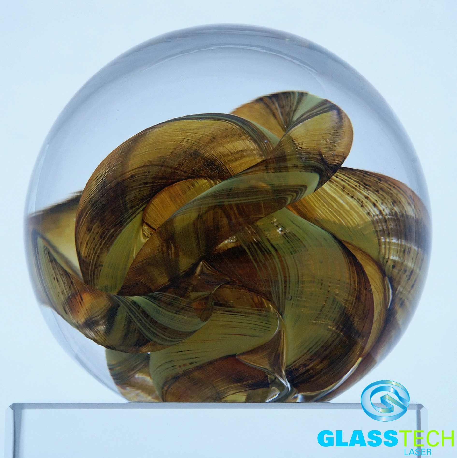 Paperweight Golden knot 90 mm